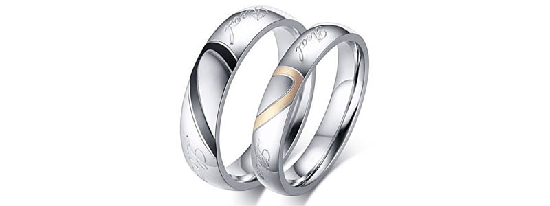 RING WITH DETAILS